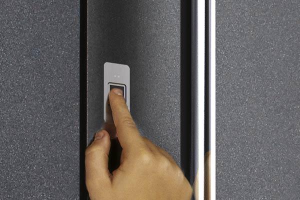 Fingerscanner auf der Tür - LÖWE CreativTür